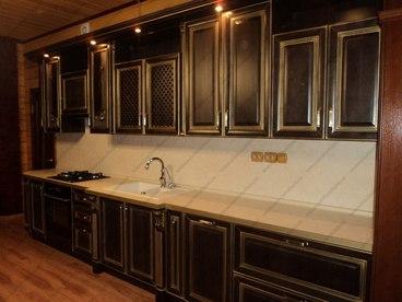 Кухня с фасадами из массива бука Ника венге с золотой патиной 2