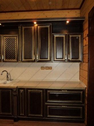 Кухня с фасадами из массива бука Ника венге с золотой патиной 3