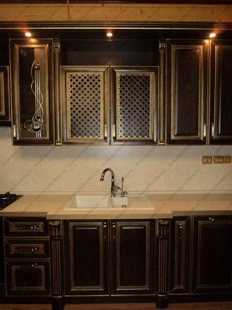 Кухня с фасадами из массива бука Ника венге с золотой патиной 4