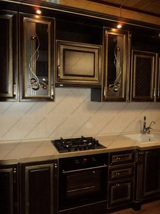 Кухня с фасадами из массива бука Ника венге с золотой патиной 5