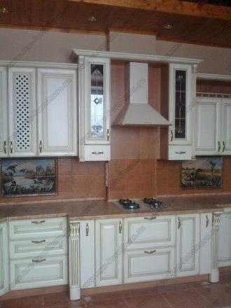 Кухня с фасадами из массива бука Ника белый с золотой патиной 2