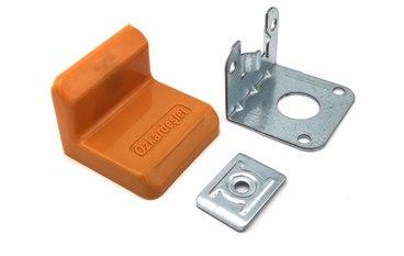 Уголок металлический + пластиковая заглушка Дуб 1