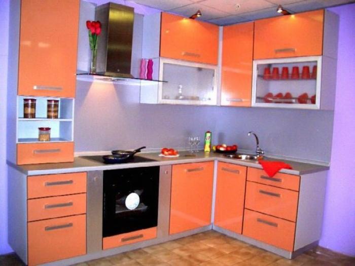 Кухонный гарнитур с акриловыми фасадами