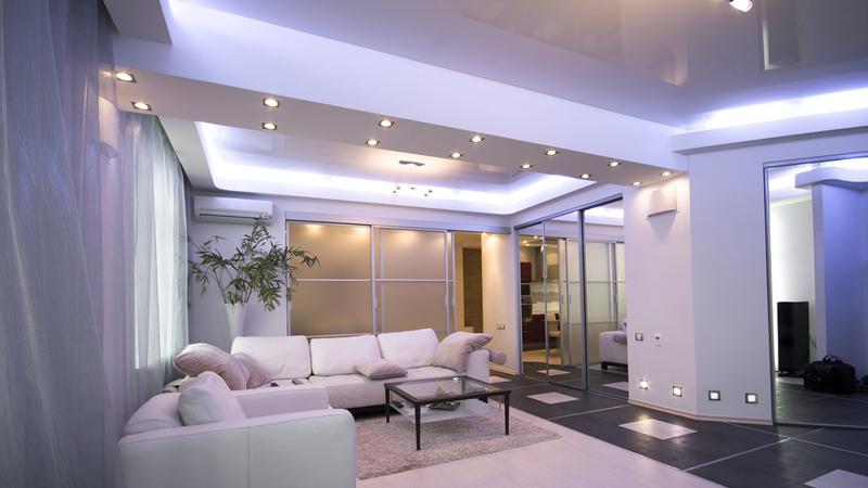 Светильники в интерьере спальни в стиле хай-тек