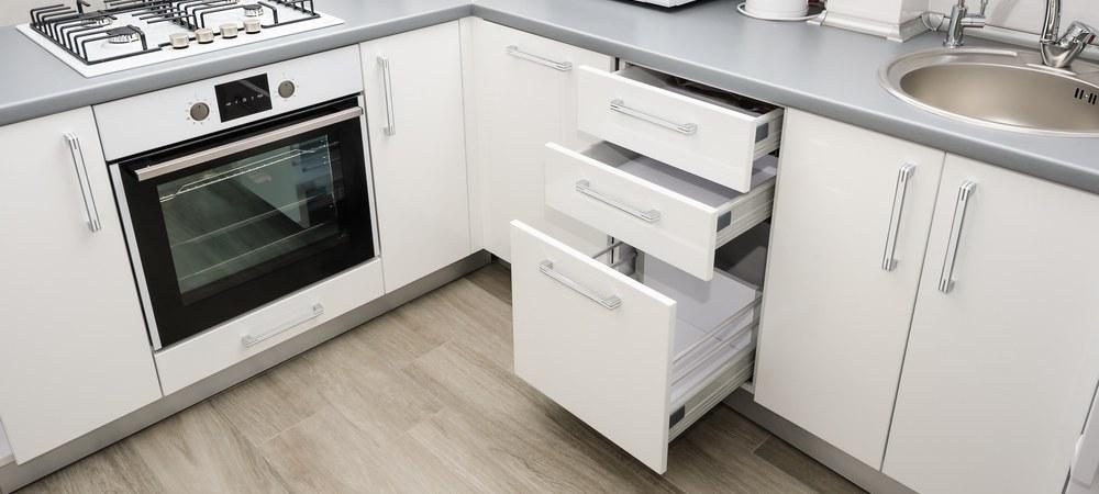 Кухонные ящики в составе гарнитура в стиле минимализм