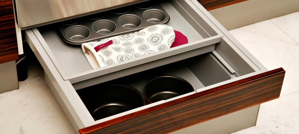 Заполнение кухонного ящика в стиле минимализм